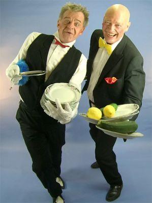 """"""" James und Adam """"  DAS Kellnerduo. clownnesk, abgefahren, liebenswert."""